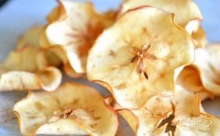 Яблочные чипсы с корицей - фото шаг 3