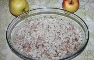 """Салат """"Мимоза"""" с сыром и яблоком - фото шаг 2"""