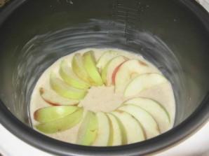 Манник с яблоками в мультиварке - фото шаг 3