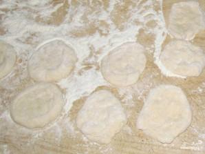 Ленивые пирожки с луком и яйцом - фото шаг 2