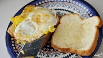 Бутерброд с яичницей - фото шаг 3