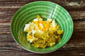 Салат с мясом и солеными огурцами - фото шаг 7
