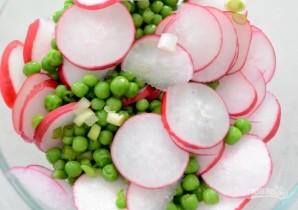 Салат с редисом и зеленым горошком - фото шаг 2