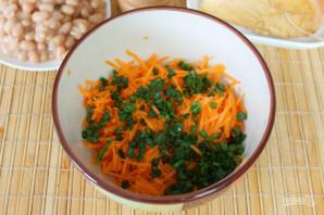 Салат с фасолью, морковью и копченой курицей - фото шаг 5