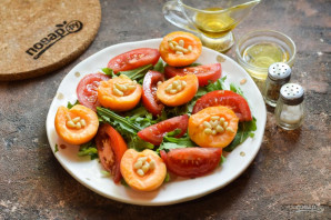 Салат из абрикосов с помидорами - фото шаг 6