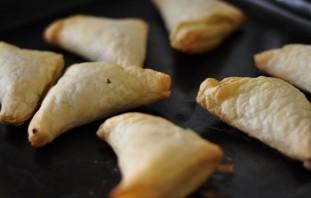 Пирожки из слоеного теста с капустой - фото шаг 4