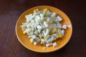 Салат с колбасой и огурцом - фото шаг 4