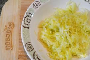 Кабачковые оладьи с творогом и сыром  - фото шаг 2