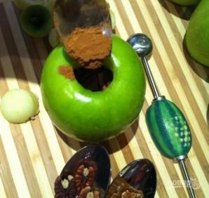 Яблочки, печенные с медом и орехами - фото шаг 2