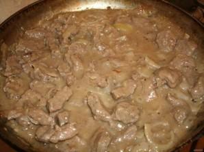 Бефстроганов из отварного мяса - фото шаг 4