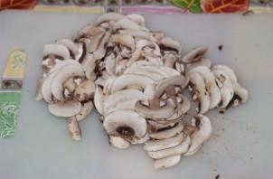 Спагетти со сливками и грибами - фото шаг 1