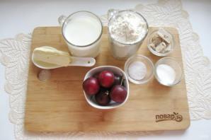 Дрожжевой пирог со сливами - фото шаг 1