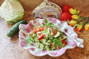 Овощной салат с капустой, помидорами, огурцами и зеленью - фото шаг 10