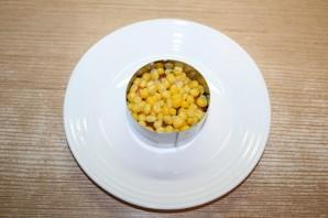 Новый салат с крабовыми палочками - фото шаг 8