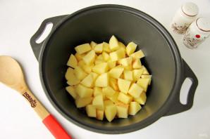 Тушеная капуста с картошкой и колбасой - фото шаг 4