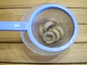 Грибы фаршированные в духовке - фото шаг 9