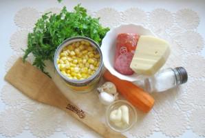 Салат с копченой колбасой, кукурузой и морковью - фото шаг 1