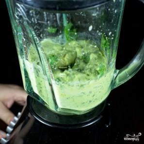Зеленый салат с помидорами и авокадо - фото шаг 5