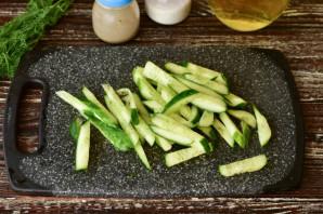 Салат с корейской морковкой и огурцом - фото шаг 2