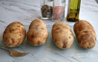 Запеченная картошка в кожуре - фото шаг 1