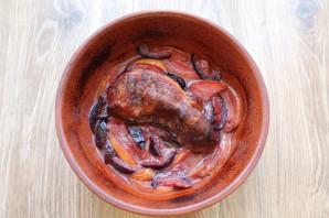 Мясо запеченное с фруктами - фото шаг 8
