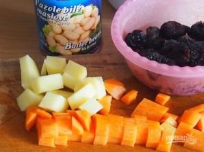 Фасолевый суп с черносливом - фото шаг 1