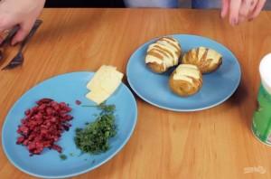 Запеченный картофель в духовке с сыром - фото шаг 3