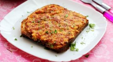 Рецепт горячих бутербродов с колбасой и сыром - фото шаг 5