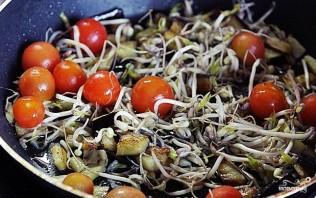 Спагетти с черри, баклажанами и пророщенной фасолью - фото шаг 1