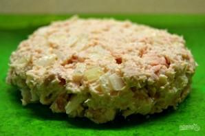 Салат с консервированной рыбкой - фото шаг 4