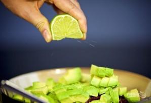 Салат с креветками, авокадо и кинзой - фото шаг 3