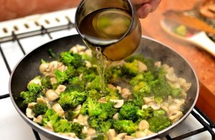 Курица с овощами на сковороде - фото шаг 12