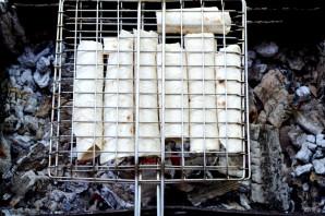 Лаваш с сулугуни на мангале - фото шаг 8