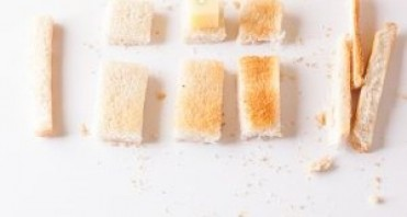 Канапе с сыром и колбасой - фото шаг 5
