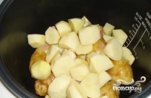 Курица с картошкой в мультиварке - фото шаг 3