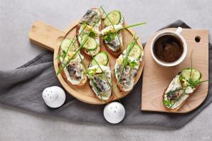 Бутерброды с сардиной - фото шаг 7