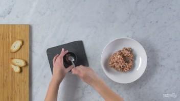 Тартар из Чоризо с сыром и томатами - фото шаг 4