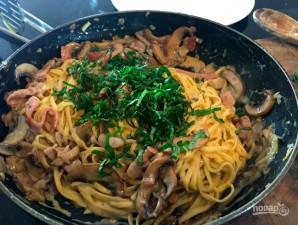 Спагетти с грибами в сливочном соусе - фото шаг 12