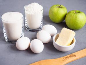Шарлотка на сливочном масле с яблоками - фото шаг 1