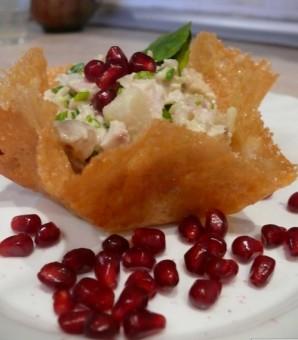 Салат в сырной корзинке - фото шаг 4