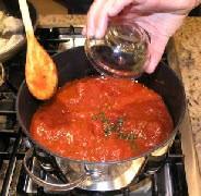 Спагетти с оливками и помидорами - фото шаг 3