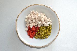 Салат с курицей, перцем и зеленым горошком - фото шаг 6