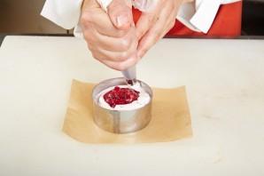 Легкий мусс с клюквенно-медовым соусом - фото шаг 5