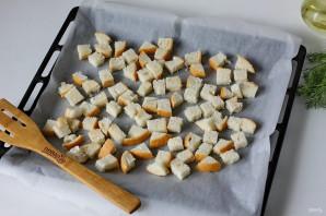 Салат из куриной грудки с сухариками - фото шаг 4