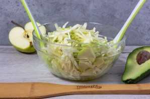 Салат из авокадо и капусты - фото шаг 6