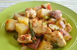 Куриная грудка с картошкой в духовке - фото шаг 6