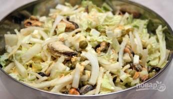 Салат с мидиями в масле - фото шаг 5