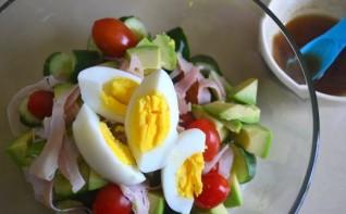 Салат с мясом, помидорами и яйцами - фото шаг 3