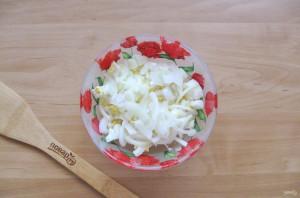 Салат с морской капустой и горбушей - фото шаг 4