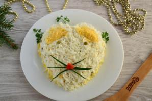 Слоеный салат «Мышка» с грибами и сыром - фото шаг 13